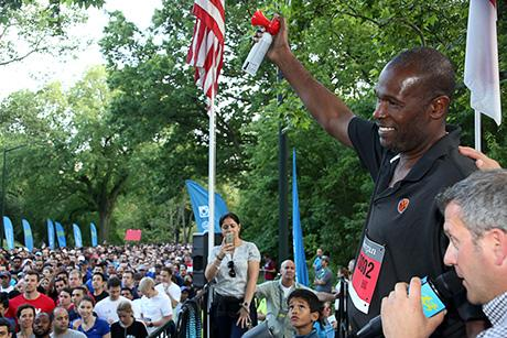 Herb Williams, who played a portion of his excellent NBA career with the New York Knicks, sent off the 15,000 runners from the starting line ceremony.